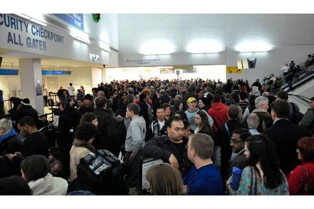 L'aéroport de Newark était bondé après la fausse alerte hier soir.