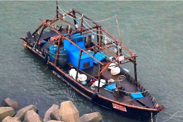L'embarcation à bord de laquelle les pêcheurs nord-coréens naviguaient.