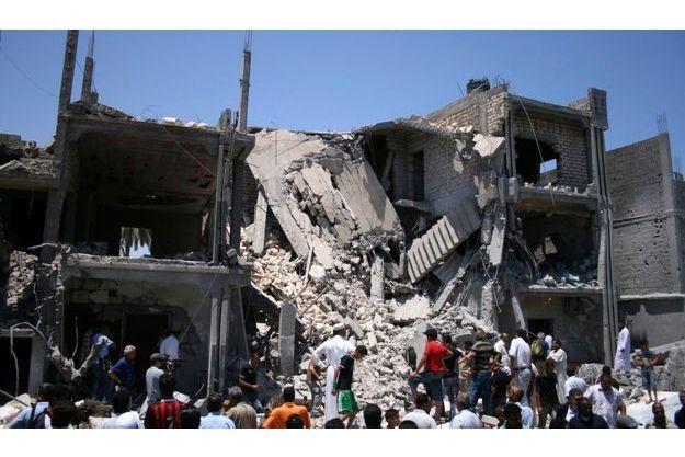 Le raid a été mené samedi soir dans le quartier résidentiel de Souk Al-Joma à Tripoli