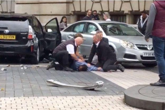 Le conducteur qui a renversé 11 personnes à Londres samedi a été relâché.