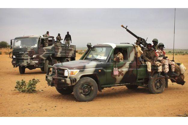 Les soldats maliens quittent Tombouctou en janvier dernier.
