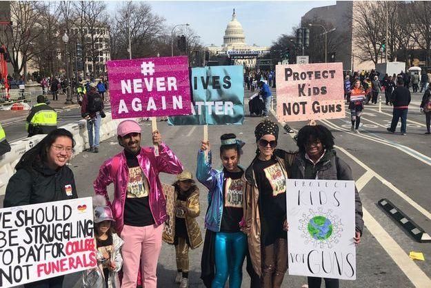 De nombreux jeunes sont descendues samedi dans la rue pour une manifestation historique contre les armes à feu. Ici des manifestants à Washington.