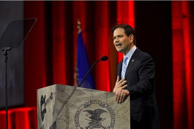 A Nashville, devant les amoureux des armes de la National Rifle Association, Marco Rubio prononce un discours vendredi.