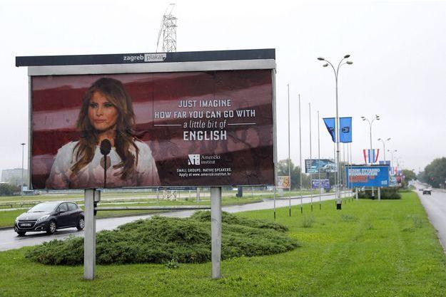 Le panneau publicitaire se moquant de Melania Trump à Zagreb, en Croatie.