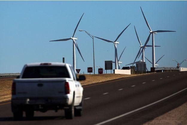 Un champ d'éoliennes dans le Colorado.