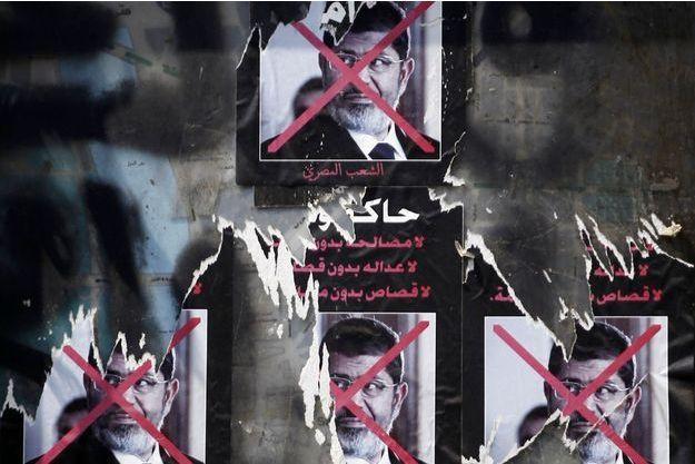 Des posters anti-Morsi sont encore présents place Tahrir, au Caire.