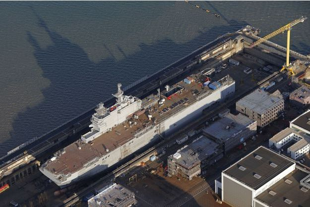 """Le porte-hélicoptères de classe Mistral """"Vladivostok"""" à Saint-Nazaire."""