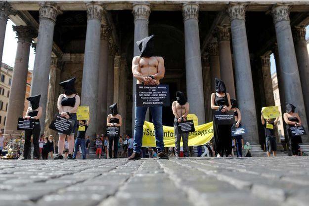 Des militants manifestent ce mercredi à Rome contre les disparitions forcées en Egypte.