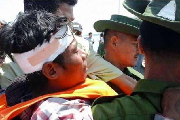 Un survivant du naufrage en Birmanie, samedi 14 mars 2015.