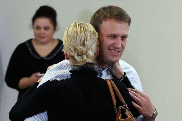 Alexeï Navalny est tombé dans les bras de sa femme à l'issue de l'audience.