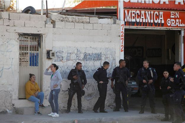 Des policiers mexicains à Ciudad Juarez après que deux hommes ont été abattus, le 15 décembre dernier (image d'illustration).