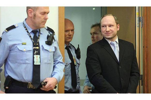 Anders Breivik à son arrivée au tribunal.