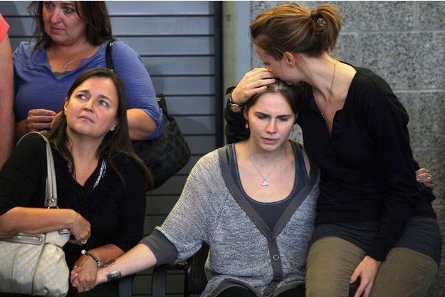 Amanda Knox entourée de sa famille à son arrivée à Seattle, en octobre 2011.