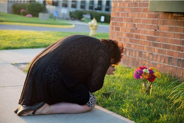 Une ancienne employée du tribunal du comté de Berrien où deux personnes ont été tuées prie pour les disparus.