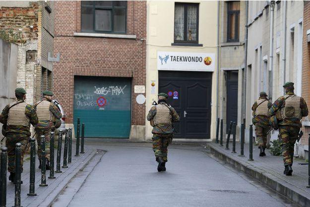 Des policiers dans les rues de Molenbeek, en novembre dernier.