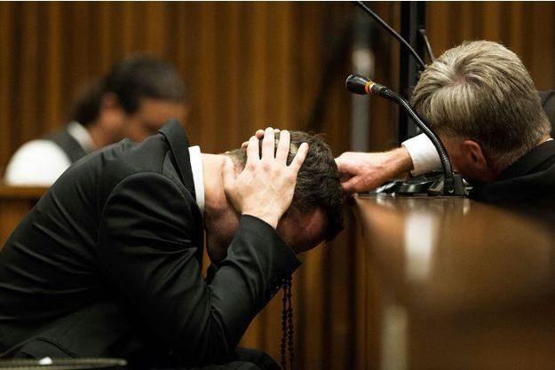 Oscar Pistorius, effondré pendant son procès.