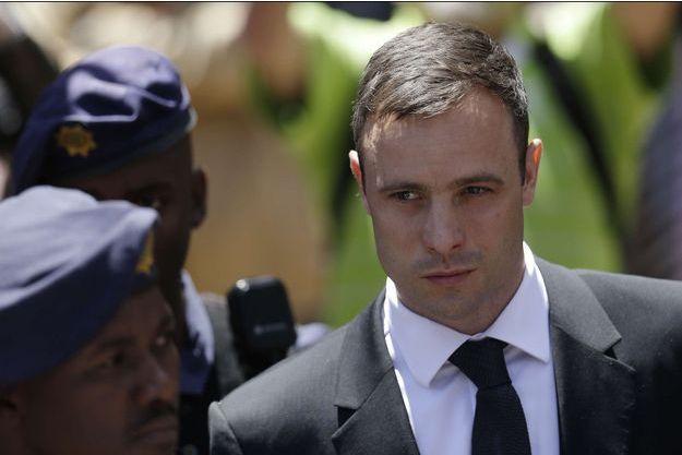Oscar Pistorius quittant le tribunal de Pretoria, vendredi dernier.