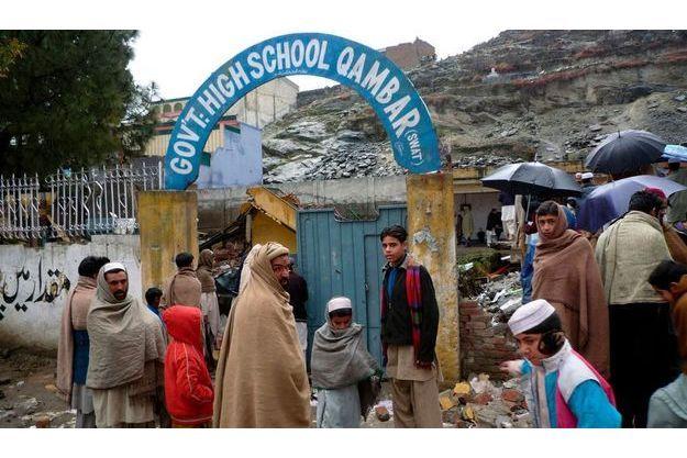 Pour l'exemple :Le 17 janvier. Mort aux livres ! Le lycée Qambar a été rasé à la dynamite.