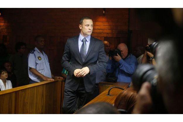 Oscar Pistorius devant la cour de Pretoria, ce jeudi.
