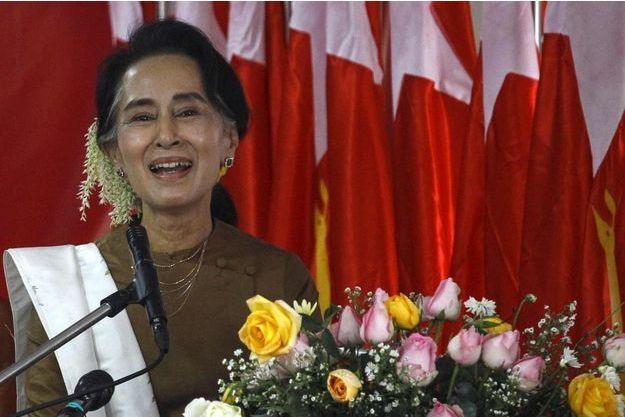 Ang San Suu Kyi sera sous les feu des projecteurs lors de la première session parlementaire dominée par son parti le 1er février.