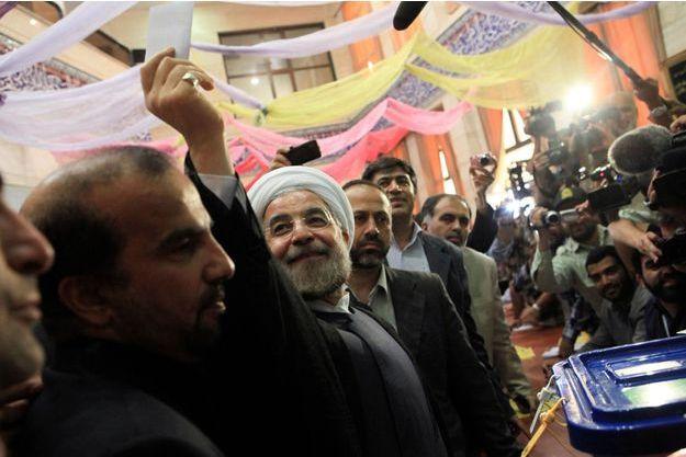 Hassan Rohani lors de son vote, vendredi à Téhéran.