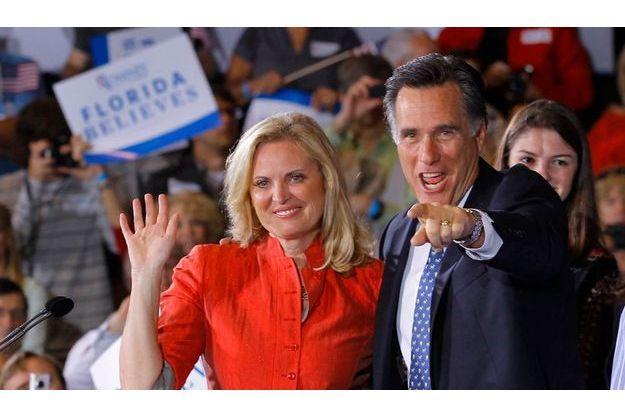 Mitt Romney et son épouse Ann, cette nuit à Tampa. L'ancien gouverneur du Massachusetts sait que la route des primaires républicaines est pour lui désormais dégagée.