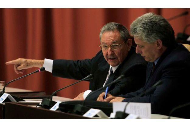 Raul Catsro au côté de Miguel Diaz-Canel, qui apparaît désormais comme son successeur désigné.
