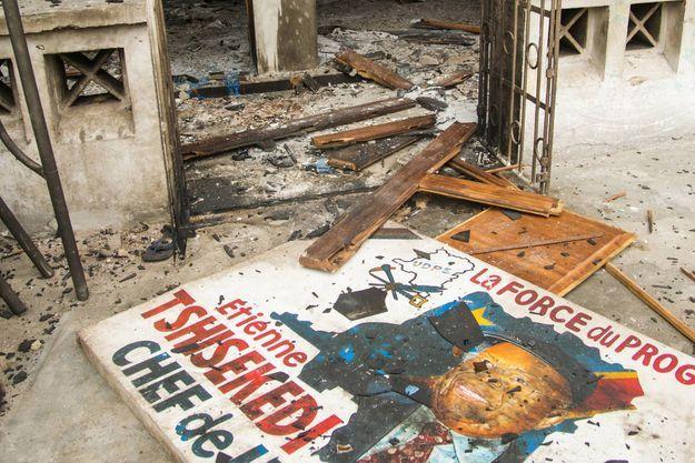 Le 20 septembre 2016 à Kinshasa, les restes du siège de l'UDPS incendié dans la nuit