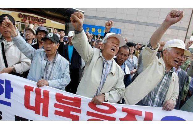 """Manifestation """"anti-Nord"""" à Suwon, au sud de Séoul."""