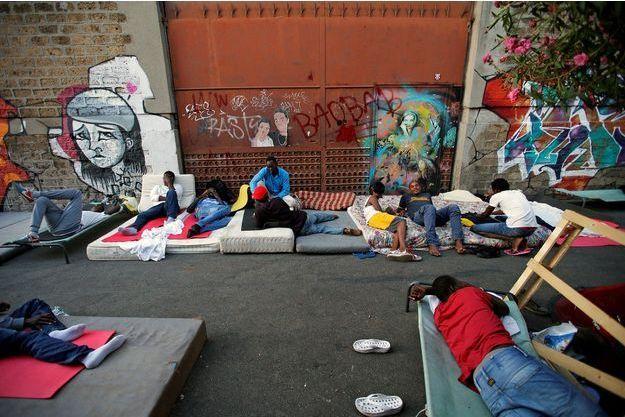 Des migrants qui vivent dans les rues de Rome.