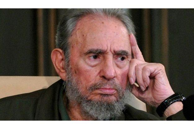 Fidel Castro a présenté le deuxième tome de ses mémoires de la guérilla à l'université de La Havane, hier.