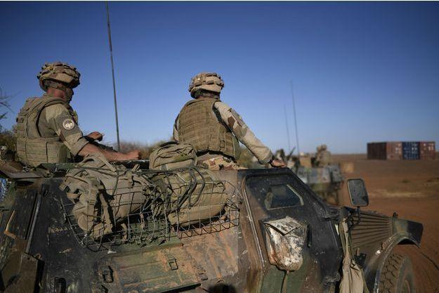 Soldats français de l'Opération Barkhane près de Gao au Mali, en janvier 2017.