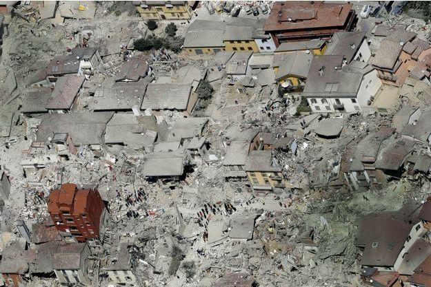 Le 24août, le matin après le tremblement de terre, les rues dévastées d'Amatrice, 2500 habitants.