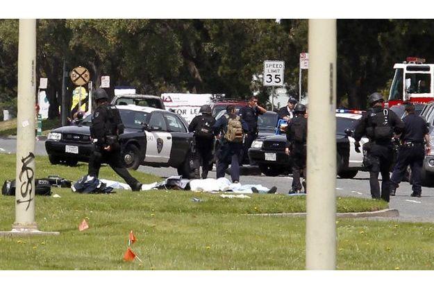 Devant l'université Oikos, lundi, où sept personnes ont été abattues.