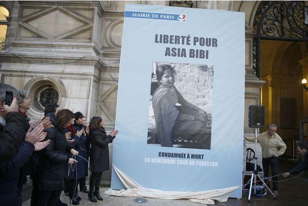 Une affiche soutenant Asia Bibi a été dévoilée sur l'Hôtel de Ville de Paris en décembre dernier. Le 16 ou 17 mars prochain, la Pakistanaise sera faite citoyenne d'honneur de la capitale.