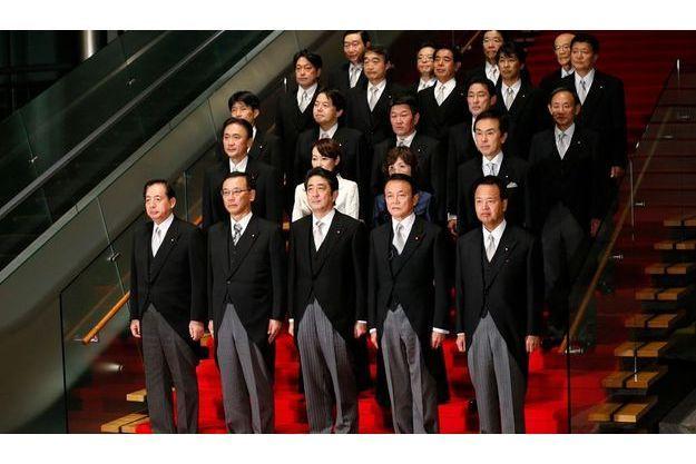 Shinzo Abe a été officiellement élu mercredi Premier ministre du Japon par les députés de la Diète. Il a présenté son cabinet.