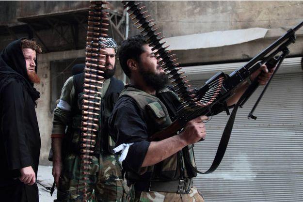 Des combattants du Front Al-Nosra à Alep.
