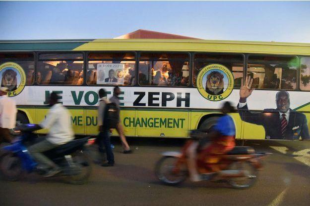 Un bus de campagne du candidat Zéphirin Diabré (UPC).