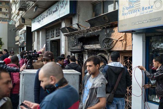 Devant les lieux de la tragédie au Caire