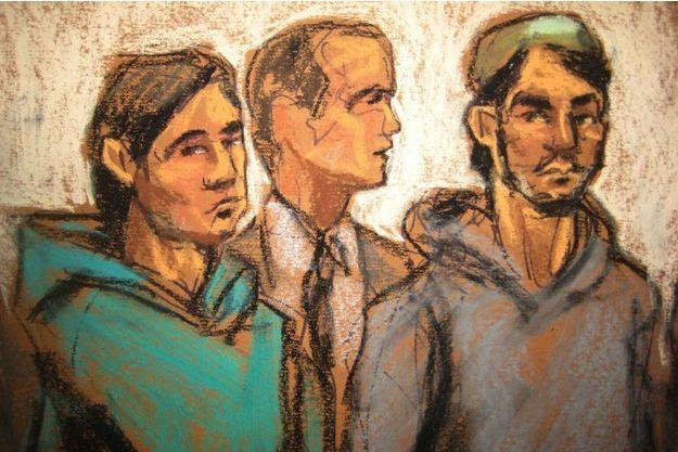Akhror Saidakmetov et Abdurasul Juraboev entourent leur avocat Adam Perlmutter, devant la cour fédérale de New York.