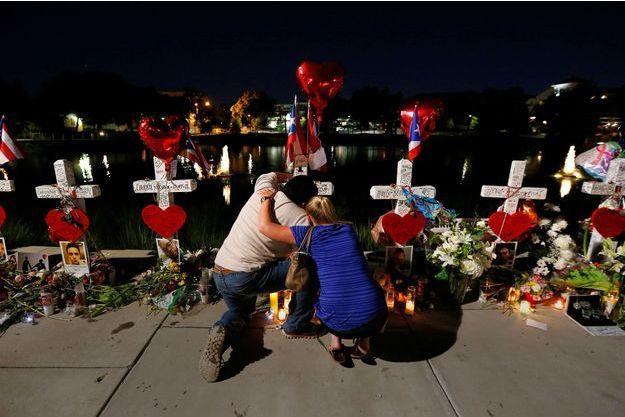 Devant le Pusle, à Orlando, après l'attaque.