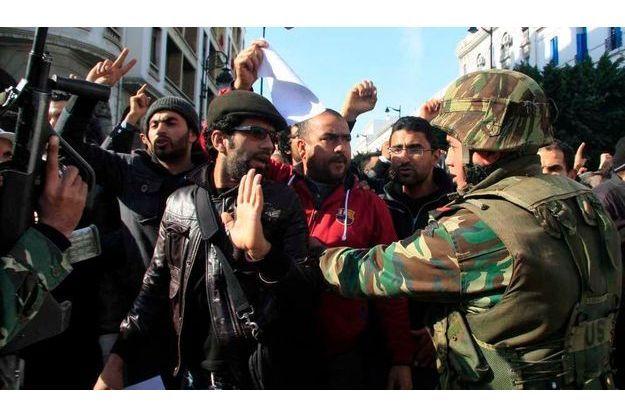 Pour l'heure, les manifestations se poursuivent en Tunisie.