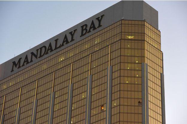 Fenêtre détruite par les tirs de Stephen Paddock au Mandalay Bay à Las Vegas