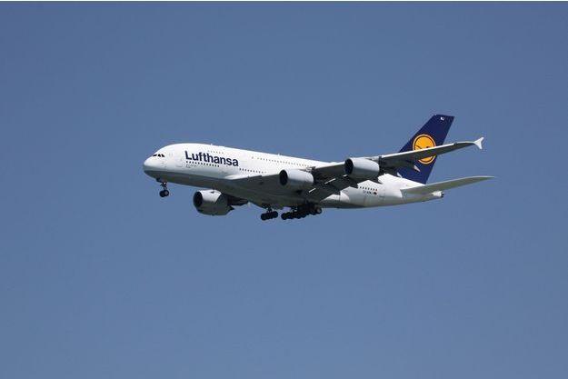 Le drone est passé à une centaine de mètres de l'avion qui allait atterrir.