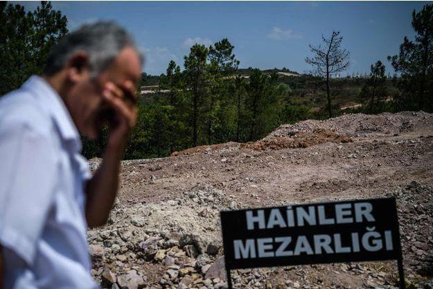 """Le """"cimetière des traitres"""" à Istanbul."""