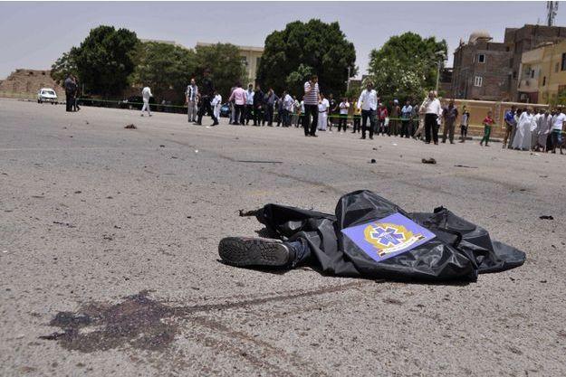 Le corps d'un des terroristes tués ce mercredi 10 juin.
