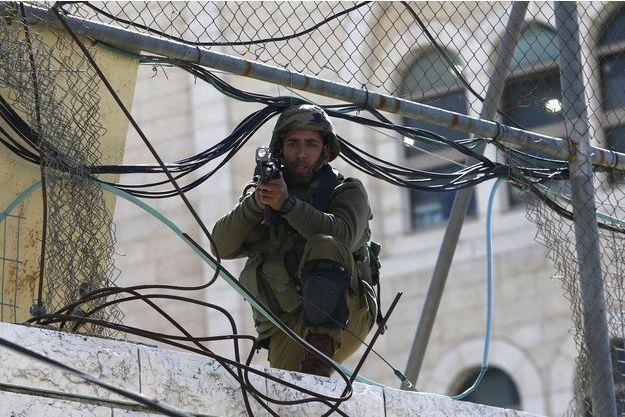 Un soldat israélien basé à Hébron, le 20 février 2016.