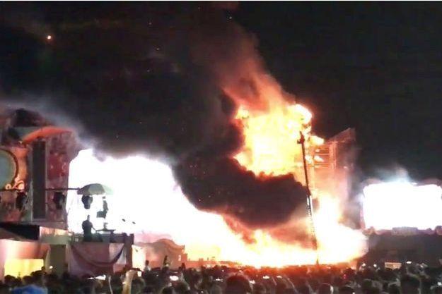 Les images de l'incendie sont impressionnantes.