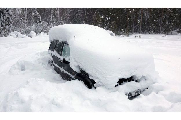 C'est dans cette voiture que le malheureux Suédois a survécu deux mois en se nourrissant exclusivement de neige.