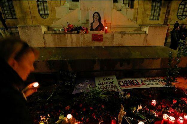 Les hommages à la journaliste maltaise Daphne Caruana Galizia.